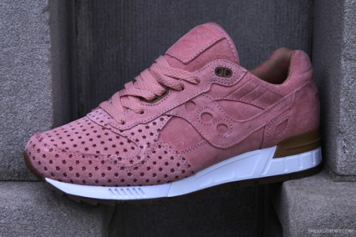 play-cloths-x-saucony-shadow-5000-cotton-candy-pack-7-570x380