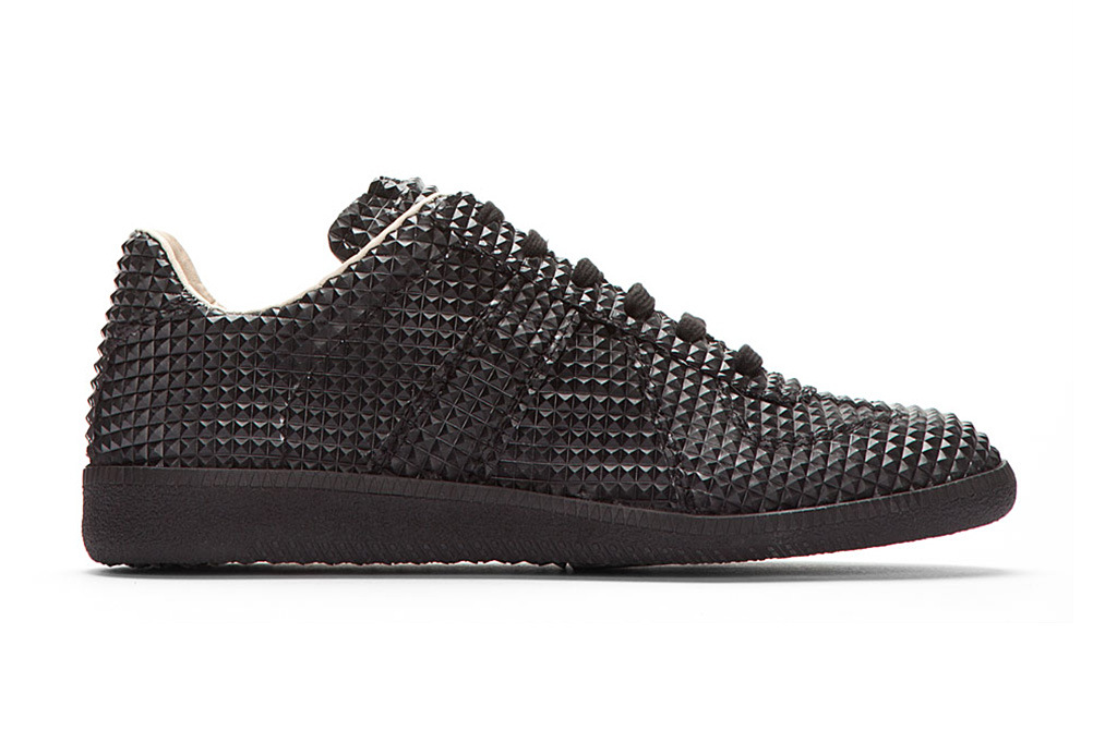 maison martin margiela black studded low top replica sneakers the style raconteur. Black Bedroom Furniture Sets. Home Design Ideas