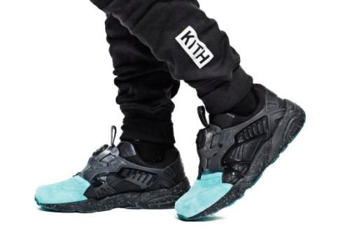 kith-black-bergen-hoodie-and-black-bleecker-sweatpant-06-570x394