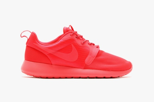 nike-roshe-run-hyperfuse-spring-2014-monochromatic-pack-01-630x419