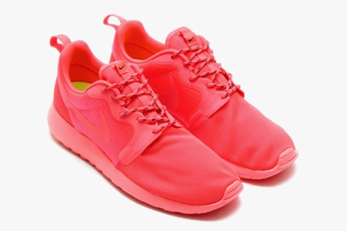 nike-roshe-run-hyperfuse-spring-2014-monochromatic-pack-02-630x419