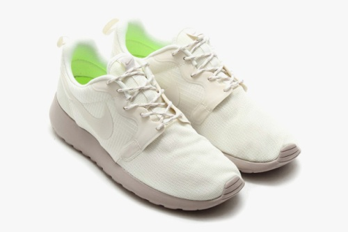 nike-roshe-run-hyperfuse-spring-2014-monochromatic-pack-04-630x419