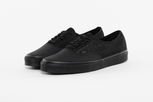 off-the-hook-x-chuck-hughes-x-vans-authentic-black-crab-01