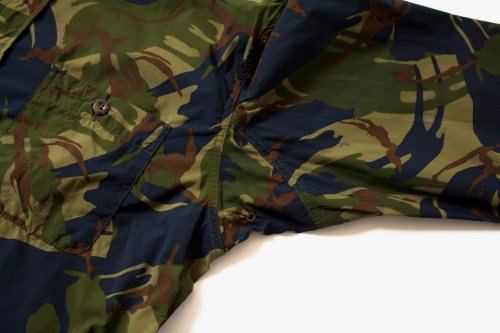 the-north-face-purple-label-camo-windbreaker-and-shirt-06