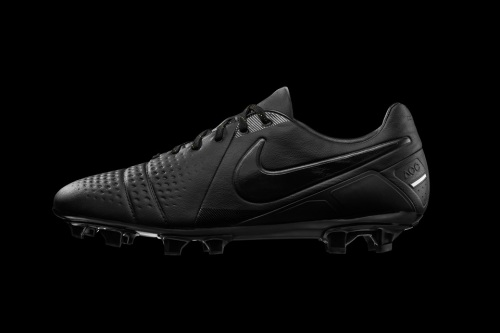 nike-football-ctr-360-all-black-boot-01-960x640