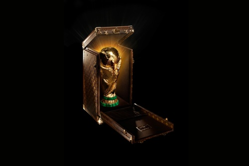 louis-vuitton-monogram-trophy-case-2014-fifa-world-cup-001-960x640