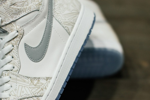 air-jordan-1-laser-30th-anniversary-03-960x640